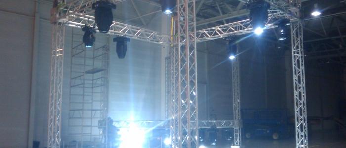 Pronájem pódií, stanů, aparatury a zábavních atrakcí